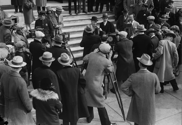 Reporters gathered outside the Senate during the hearings on the oil scandal.  Photo: thoughtco