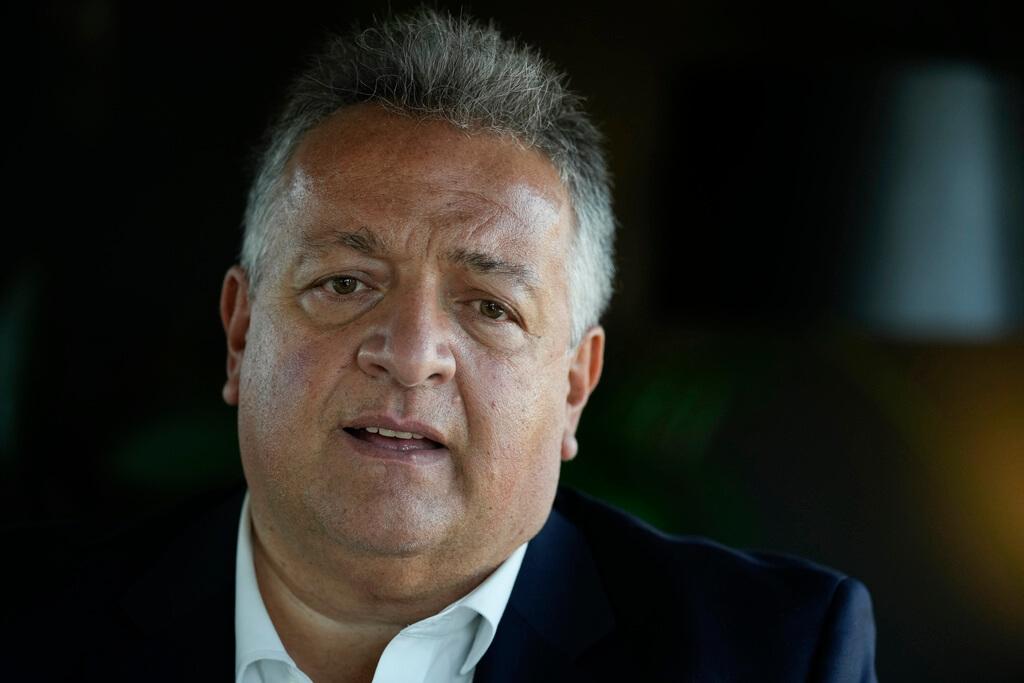 Chủ tịch kiêm người đồng sáng lập Moderna Noubar Afeyan trả lời phỏng vấn AP tại Rome, Italy hôm 11/10. Ảnh: AP.