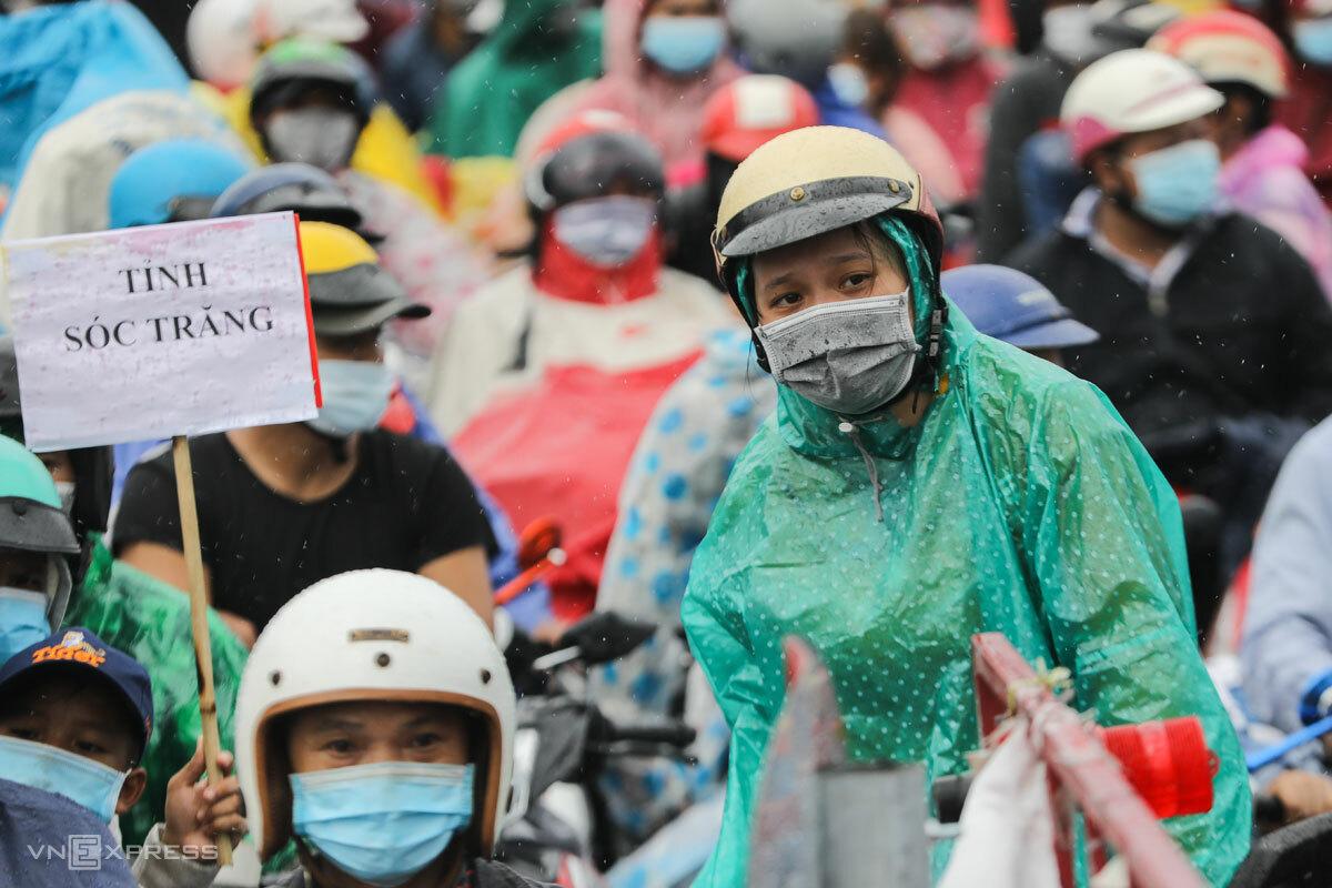 Người lao động rời TP HCM về miền Tây, ngày 1/10. Ảnh: Như Quỳnh