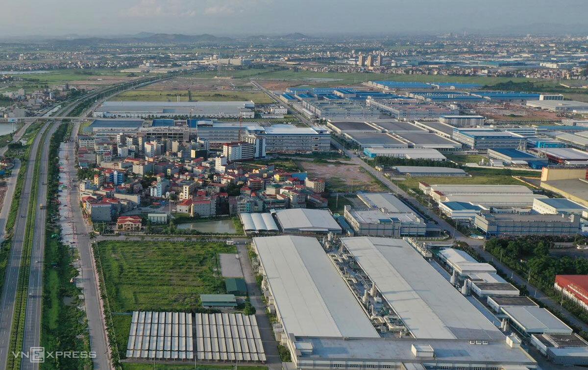 Thôn Núi Hiểu nằm cạnh Khu công nghiệp Quang Châu, sát ổ dịch Công ty Hosiden, có mật độ nhà trọ dày đặc, khiến chính quyền Bắc Giang phải sơ tán khoảng 7.000 công nhân hồi tháng 5/2021. Ảnh: Ngọc Thành