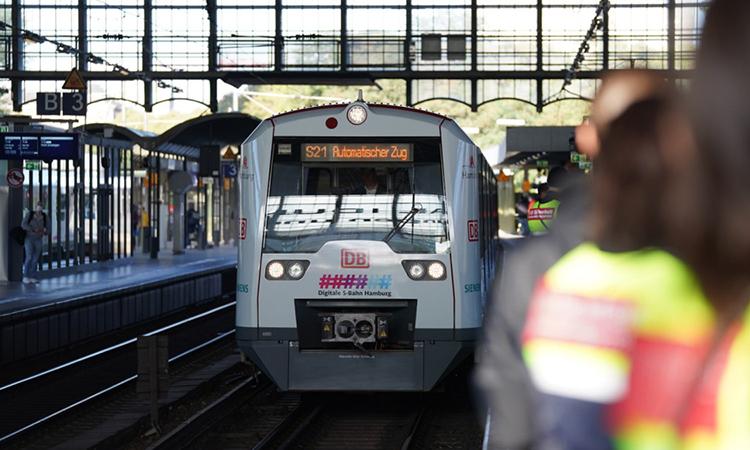 Đức ra mắt tàu không người lái chạy trên đường ray truyền thống. Ảnh: S-Bahn Hamburg