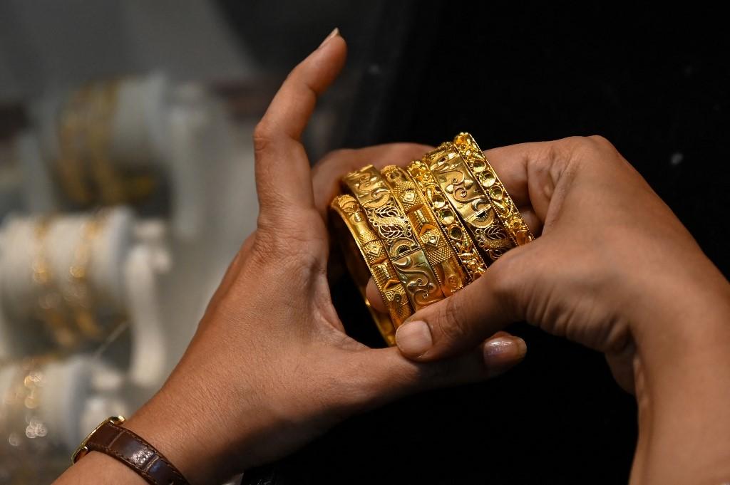 Số lắc vàng mà Kavita Jogani đem bán. Ảnh: AFP
