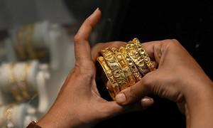 Người Ấn Độ tuyệt vọng bán vàng tích trữ