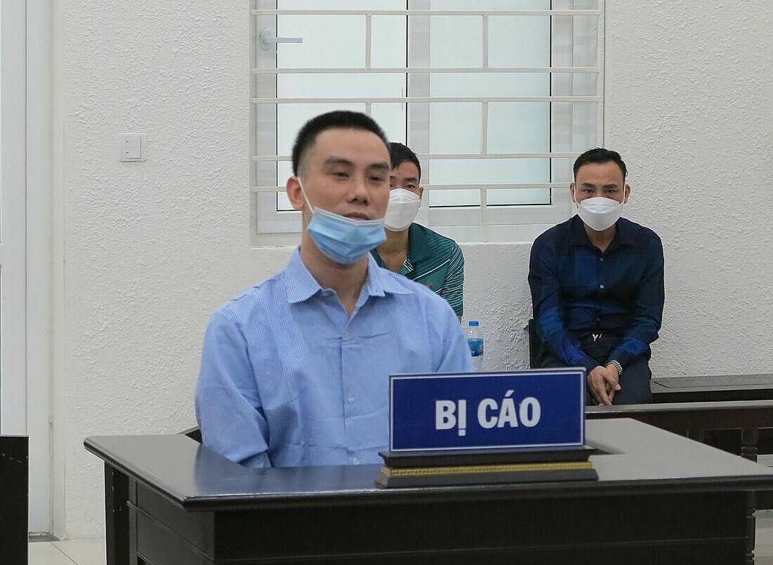 Bị cáo Long tại phiên toà ngày 13/10. Ảnh: Danh Lam