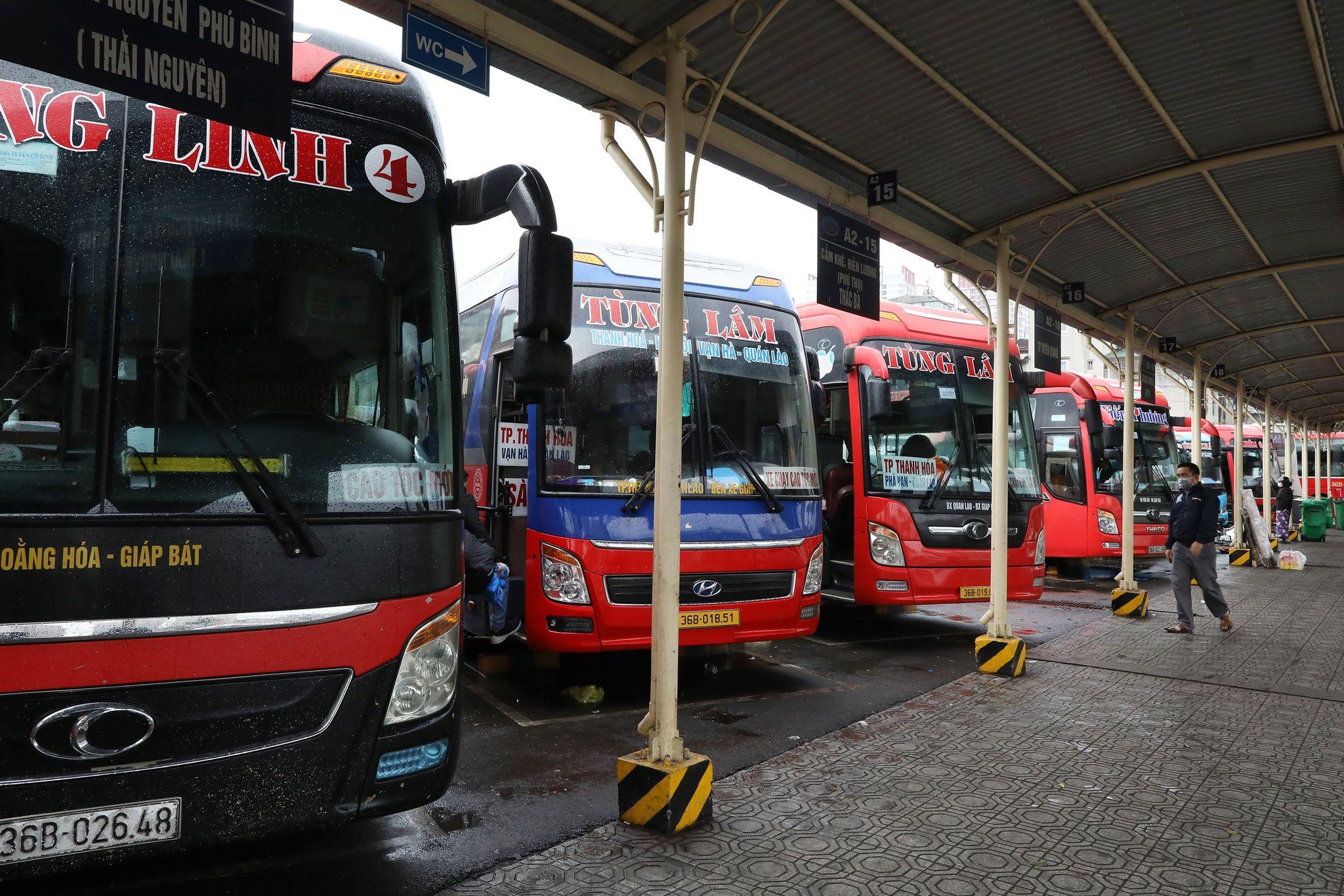 Xe khách đỗ tại Bến xe Giáp Bát, tháng 2/2021. Ảnh: Ngọc Thành