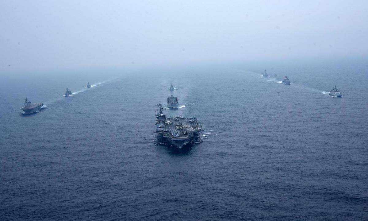 Tàu sân bay USS Carl Vinson dẫn đầu nhóm chiến hạm Bộ Tứ tham gia diễn tập Malabar 21 trên vịnh Bengal ngày 12/10. Ảnh: Hải quân Ấn Độ.