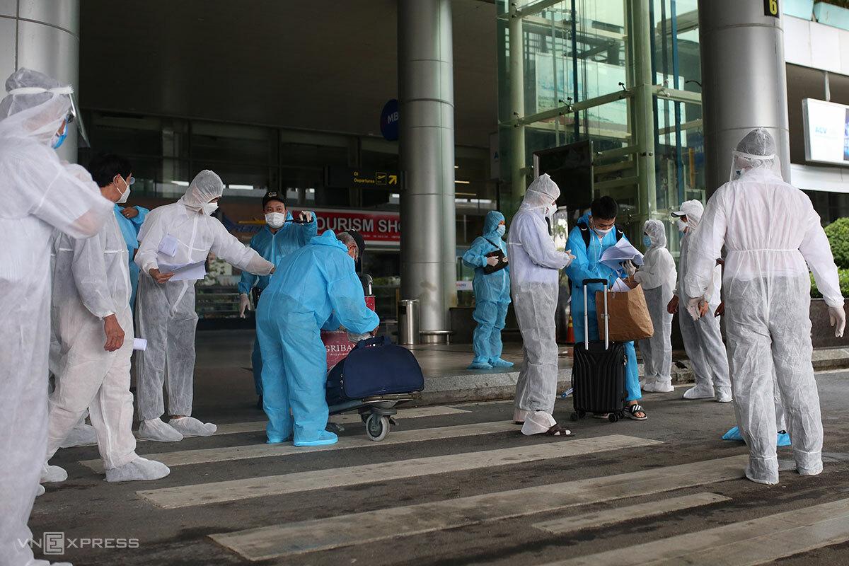 Sân bay quốc tế Đà Nẵng đón khách trên chuyến bay giải cứu và thương mại, ngày 12/10. Ảnh: Nguyễn Đông