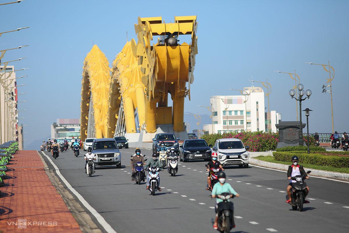 Đường phố Đà Nẵng đã nhộn nhịp trở lại sau 2 tháng cách ly xã hội. Ảnh: Nguyễn Đông