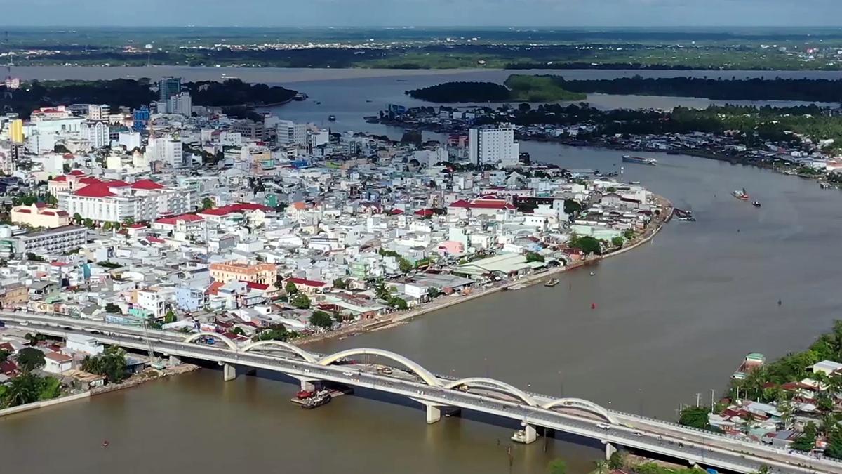 Cầu Quang Trung - cửa ngõ phía Nam của TP Cần Thơ. Ảnh: Cửu Long