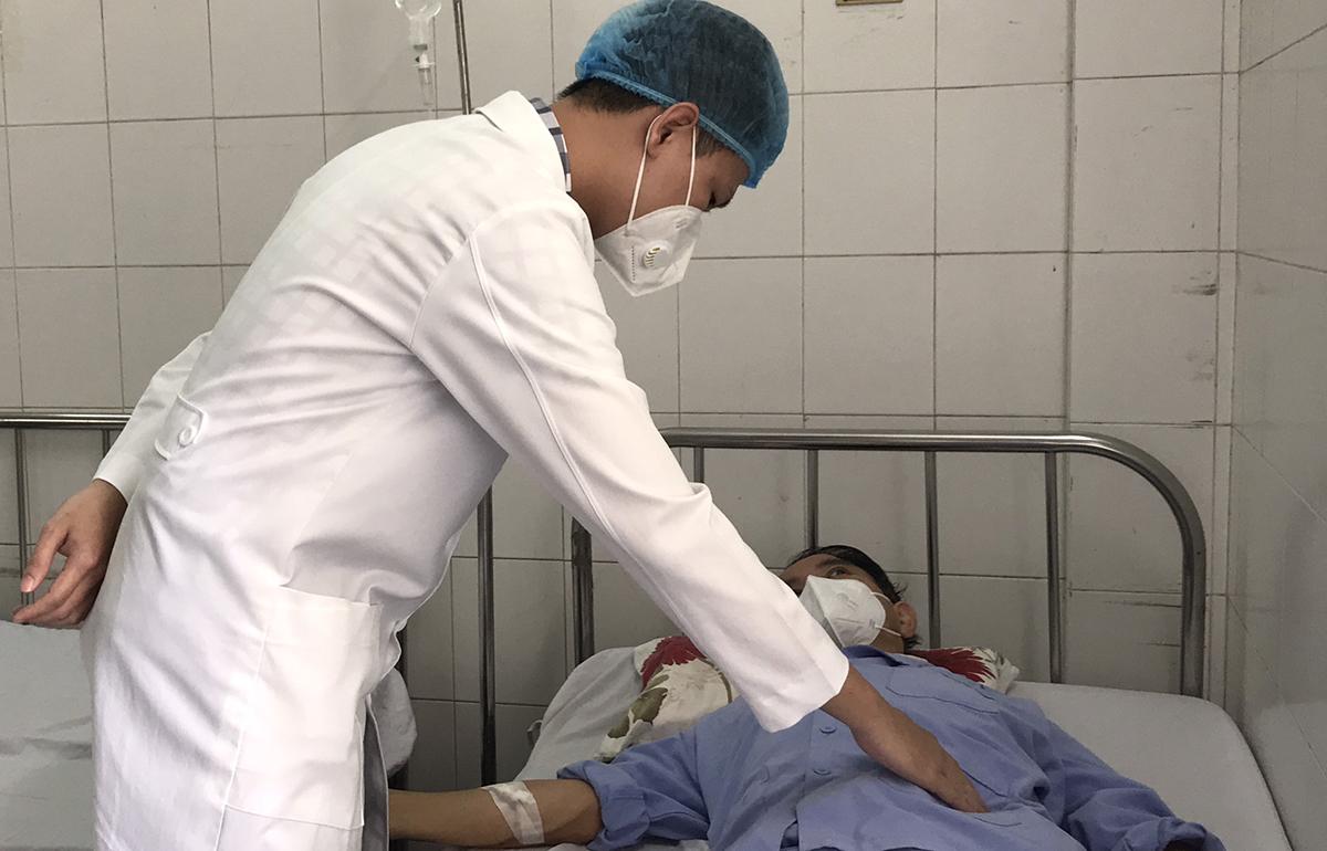 Bệnh nhân được theo dõi, điều trị tại viện. Ảnh: Thanh Phong