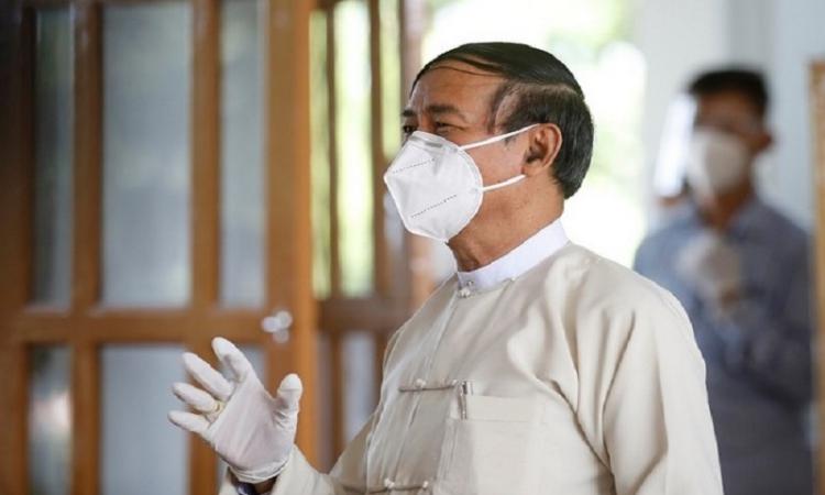 Cựu tổng thống Myanmar Win Myint tại Naypyitaw hồi tháng 10/2020. Ảnh: Reuters.