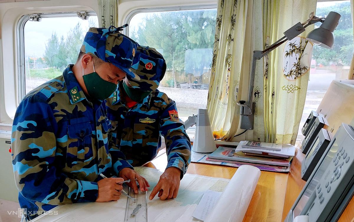 Bộ đội biên phòng Nghệ An sẵn sàng ứng phó bão, sáng 13/10. Ảnh: Nguyễn Hải