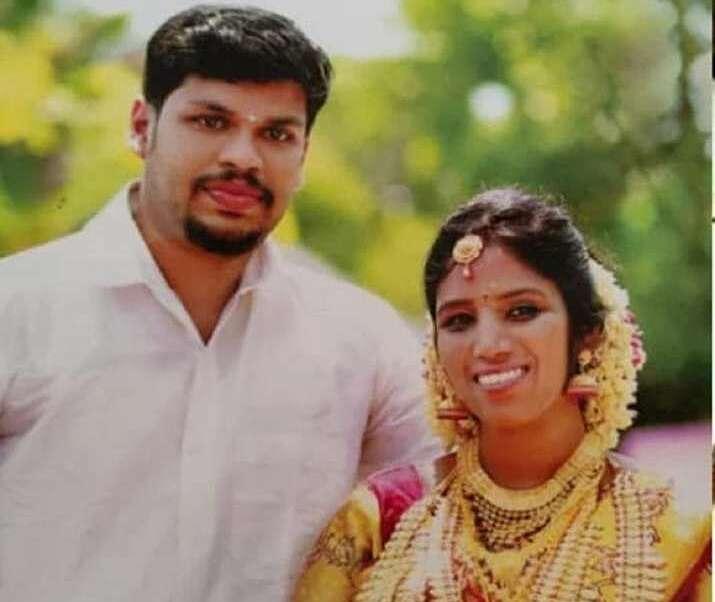 Sooraj và vợ Uthra. Ảnh: India TV.