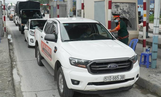 Lực lượng chức năng kiểm tra xe từ TP HCM đi vào Đồng Nai, tháng 7/2021. Ảnh:Phước Tuấn