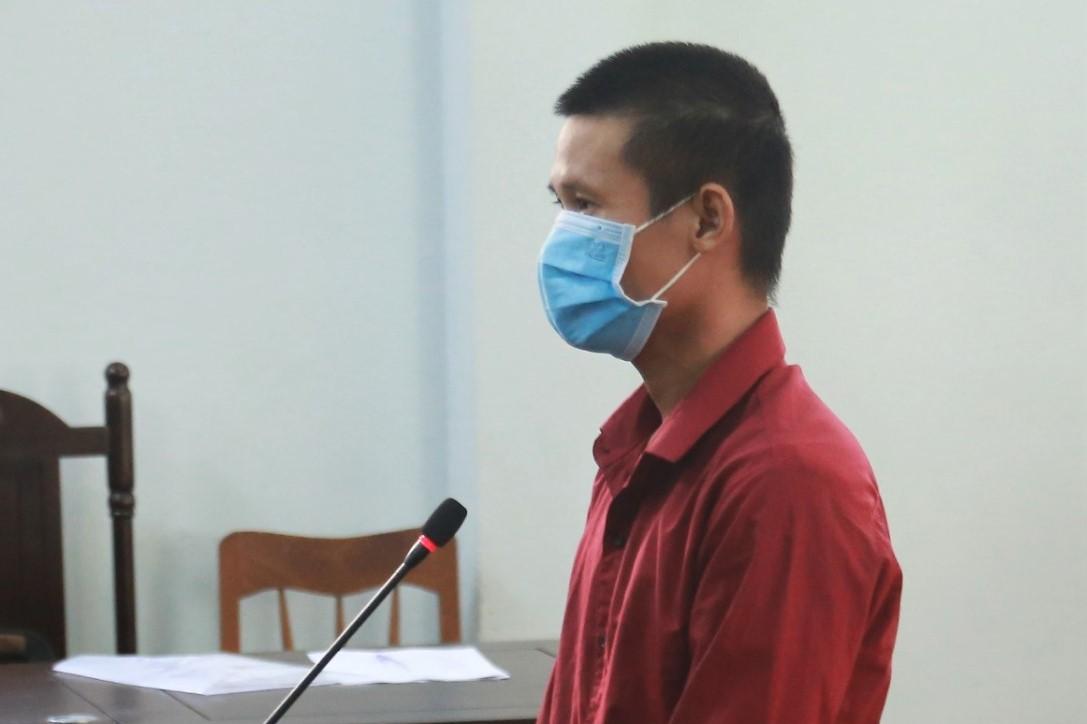 Bị cáo Châu tại phiên xét xử, ngày 14/10. Ảnh: Tư Huynh