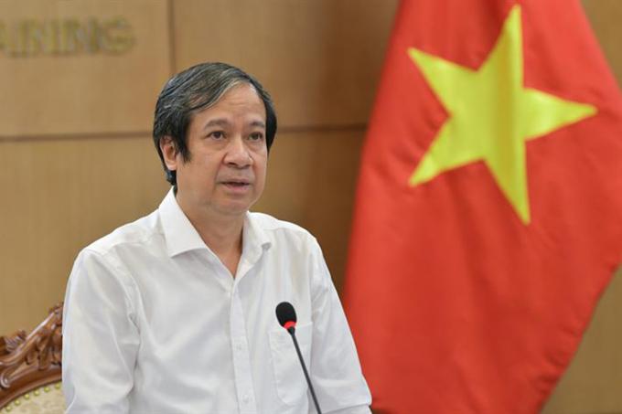 Bộ trưởng Nguyễn Kim Sơn phát biểu trong một hội nghị trực tuyến cuối tháng 8/2021. Ảnh:MOET.
