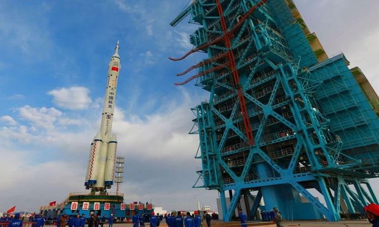 Tên lửa Trường Chinh 2F sẽ phóng tàu Thần Châu 13 ở Trung tâm phóng Tửu Tuyền. Ảnh: AFP