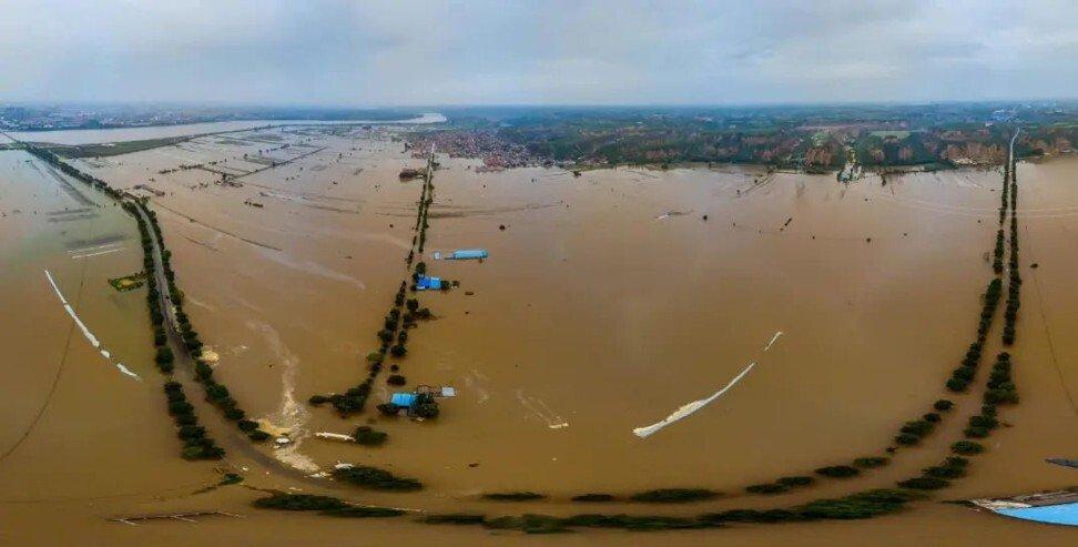 Nước lũ vây quanh Bình Dao, nơi có di sản Thành cổ Bình Dao được UNESCO công nhận là di sản văn hóa thế giới, hồi đầu tháng này. Ảnh: Paper.