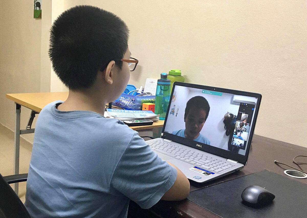 Học sinh Hà Nội trong một buổi học trực tuyến vào tháng 9. Ảnh: H.K