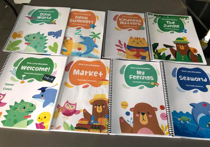 Sách và bài tập do Ngọc tự biên soạn cho học sinh ở trường. Ảnh: Nhân vật cung cấp