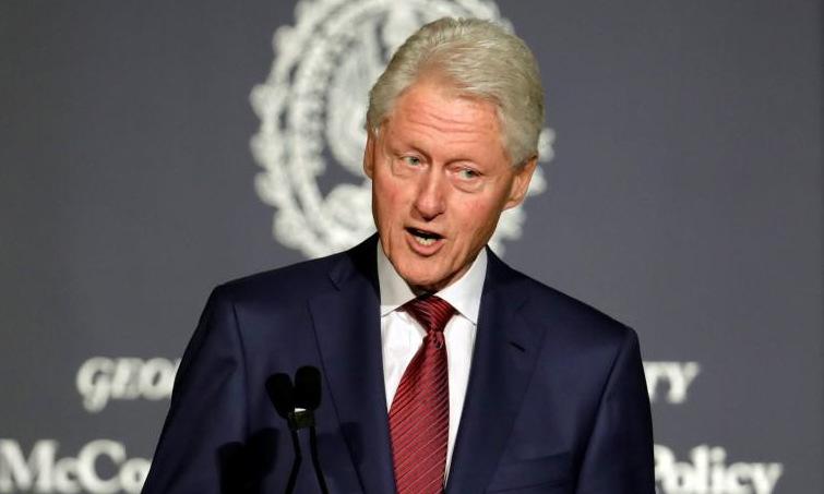 Bill Clinton phát biểu tại Đại học Georgetown hồi năm 2017. Ảnh: Reuters.