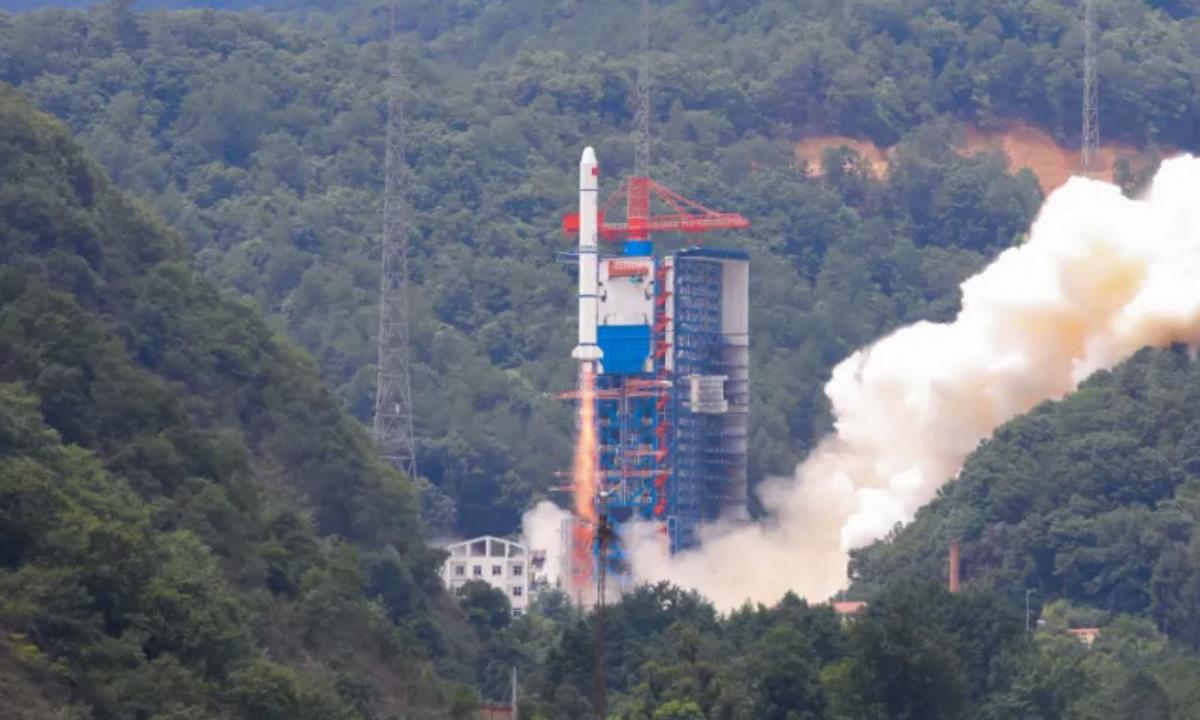 Tên lửa Trường Chinh 2C rời bệ phóng tại Trung Quốc hồi tháng 6/2021. Ảnh: CASC.