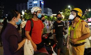 Nhiều người tụ tập ở phố đi bộ Nguyễn Huệ bị phạt